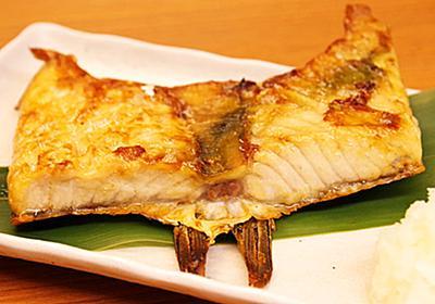 新宿「ハラス屋」で焼き魚に感動…!希少なハラスの旨味を堪能できる魚介好きの聖地でした -  ぐるなび みんなのごはん