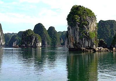 【動画】宝石のような海と島、世界遺産ハロン湾 | ナショナルジオグラフィック日本版サイト