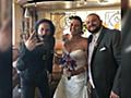 【聖人】バーでおひとりさまぶちかましてるキアヌ・リーブスが、偶然近くで結婚式を開いていた新郎新婦の母親に声をかけられ… - Togetter
