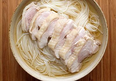 【メシ通のリモートめし】ナンプラーで鶏肉をさっと煮る「ナンプラー茹で鷄そうめん」【ツジメシの付箋レシピ】 - メシ通 | ホットペッパーグルメ