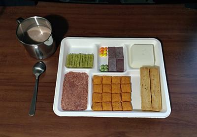 これが未来の食事か…… コンビニのブロック食品を並べた「ディストピア飯」から絶望感ただよう - ねとらぼ