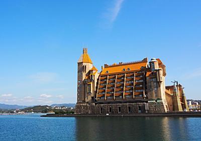 """《写真多数》「なんだあれは!?」のどかな街にそびえる異様な豪奢ホテル""""川久""""に泊まってみると…   文春オンライン"""