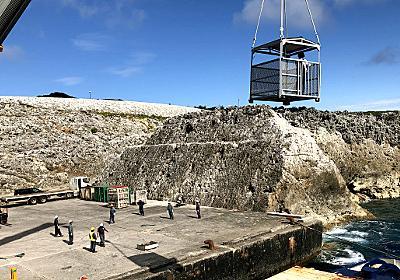 大東島は荷物も人もクレーンに吊るされ上陸する :: デイリーポータルZ