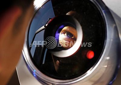ヒトの目の形と大きさ、世界初の電子アイカメラを開発 写真1枚 国際ニュース:AFPBB News