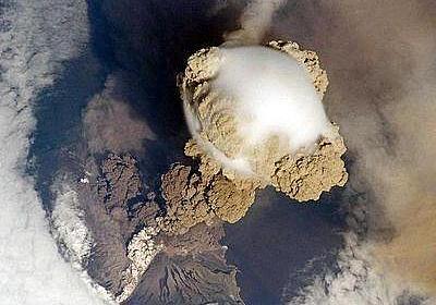 火山噴火の恐るべき姿を国際宇宙ステーションから撮影…北方領土に連なるサリチェフ山:らばQ