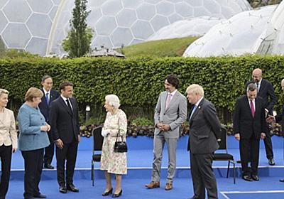 G7首脳の中でぽつん 菅首相の「ディスタンス」に批判と同情 | 毎日新聞
