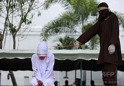 インドネシアでむち打ち刑、配偶者以外と至近距離で時を過ごした罪で 写真4枚 国際ニュース:AFPBB News