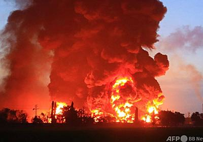 製油所で大規模火災、5人重傷・1000人避難 インドネシア 写真4枚 国際ニュース:AFPBB News