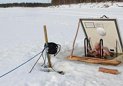 サウナから凍った川の中へ 本場フィンランドの「アバント」は「地獄のように冷たく、天国のように気持ちいい」 - 毎日新聞