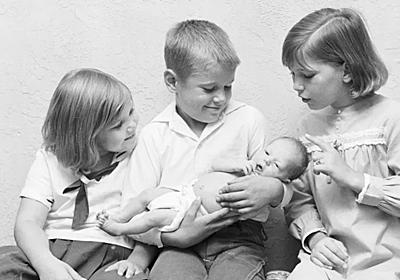 赤ちゃんが生まれるとき、年上の子との関係をうまくやる一言 | ライフハッカー[日本版]