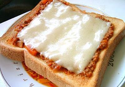 作り置きのミートソースで作る!簡単ピザトースト - 男の節約道