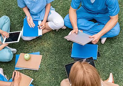 偏差値55で「医学部に合格する人」たち、なぜか急増しているワケ(原田 広幸) | マネー現代 | 講談社(1/8)