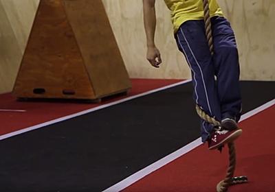 災害時に役立つかもしれない、もっとも効率的にロープを登る方法 | ライフハッカー[日本版]