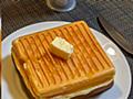 ホットサンドメーカーでホットケーキを焼くとフライパンでは難しい厚みも簡単に焼ける&格段に美味しくなるらしい「これこそ優勝」 - Togetter