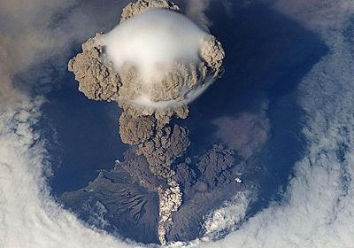 「宇宙ステーションから見た火山噴火の迫力がすさまじい…」海外の反応 : らばQ
