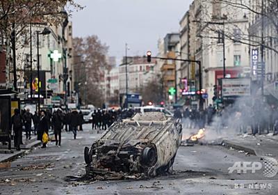 仏抗議デモ全土拡大、マクロン政権最大の危機に 写真12枚 国際ニュース:AFPBB News
