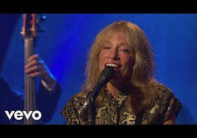 Carly Simon - Let It Snow! Let It Snow! Let It Snow! (Live On The Queen Mary 2) - YouTube