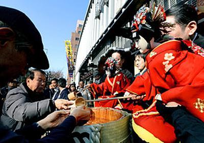 文楽人形がたる酒振る舞う 大阪・国立文楽劇場で鏡開き:朝日新聞デジタル