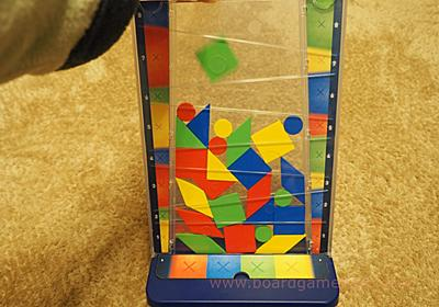 落ちものゲームをアナログで遊ぼう!落ちゲー風のボードゲーム「ドロップイット(drop it)」 - 親子ボードゲームで楽しく学ぶ。
