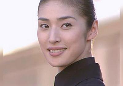 日本にも『女王のため』に自転車やバイクから降りて歩かないと行けない場所があるらしい「平民はつらいよ」「このほうが効果ありそう」 - Togetter