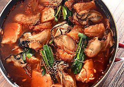 「牡蠣と豆腐のフライパンチゲ」はフライパンの中で真っ赤なスープがプリプリの身によく絡む【魚屋三代目】 - メシ通 | ホットペッパーグルメ
