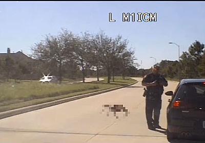 警官に迫る巨大なクモ!? 車載カメラで撮影した映像が錯覚ですごいことに - ねとらぼ