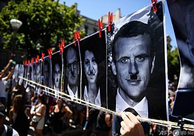 仏大統領をヒトラー風に描いたポスター掲示、男に罰金130万円 写真1枚 国際ニュース:AFPBB News