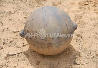 空から降ってきた謎の鉄球、その正体は?ナミビア 写真1枚 国際ニュース:AFPBB News