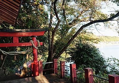 【滝の前 多伎神社】三面川の河口 海沿いの長い参道 滝とタブノキ林【サケの記憶】 - ものづくりとことだまの国