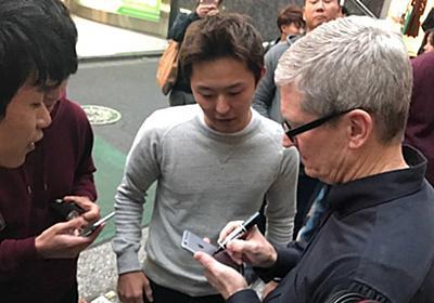 AppleのCEOに密着!ティム・クック、iPhoneで改札を通ってみた