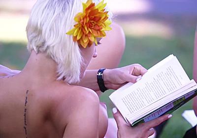 「女性だけ乳首を隠すのはおかしい」ということで公衆の面前で乳首をさらす「Free the Nipple」 - GIGAZINE