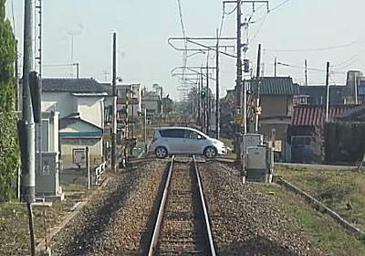 群馬県桐生市で83歳が運転する乗用車と電車が衝突する瞬間の動画が撮影される。   1000mg