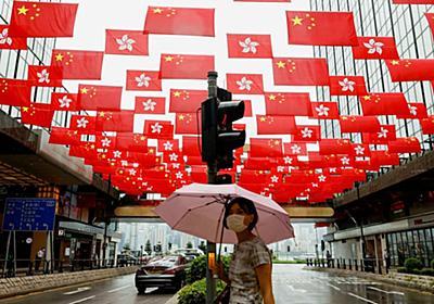 香港、国安法が消し去った自由 施行1年で逮捕100人超: 日本経済新聞