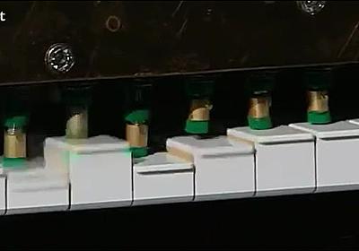 機械演奏のピアノで波形合成を行って文章を読み上げさせる技術の動画 - DNA