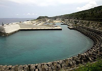 南大東島の「岩盤掘込み式漁港」が凄い! :: デイリーポータルZ