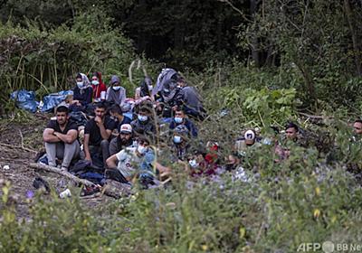 移民の携帯電話に「帰れ」とメッセージ ポーランド当局が一斉送信