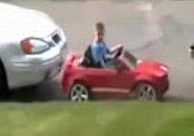 小学生がドリフトで縦列駐車