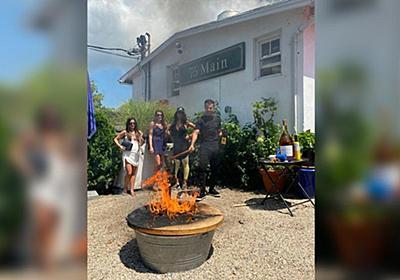 CNN.co.jp : NYのレストラン、常連だった性犯罪被告らのテーブルを焼却