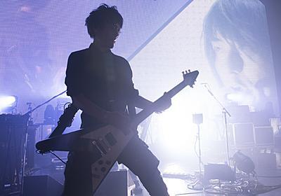 「集まった人たちの『思念』で川島君の存在を生み出す」ブンブンサテライツ、最後のライブでの「ボーカル降臨」はいかに実現されたか | ギズモード・ジャパン