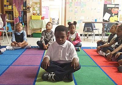 アメリカの小学校で斬新な試み。お仕置きの代わりに瞑想を取り入れたところ問題行動が減少 : カラパイア