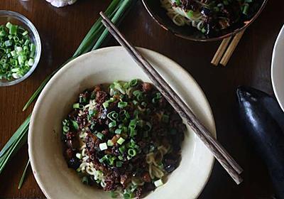 トロットロなすとパリッパリ豚が旨い中華風和え麺のレシピ - 今日、なに食べよう?〜有機野菜の畑から~
