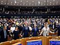 欧州議会、英EU離脱案を承認 議員らが惜別の大合唱 写真10枚 国際ニュース:AFPBB News