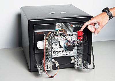 自作のロボットが、わずか15分で金庫を破る瞬間(動画あり) WIRED.jp