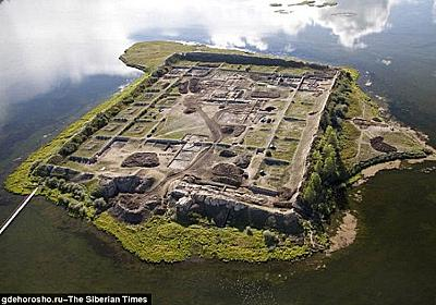 いったい誰が?何の目的で?謎に包まれたシベリアの孤島にある1300年前の遺跡「ポル=バジン」 : カラパイア