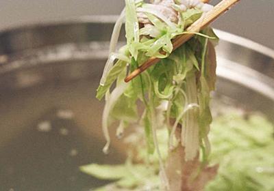 気持ちを軽くする、豚肉と細切り野菜の元気鍋と「万能葱だれ」|今井真実 /料理家|note