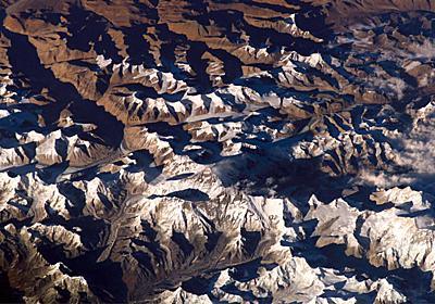 地球内部にエベレストより高い「山」を発見、研究 | ナショナルジオグラフィック日本版サイト