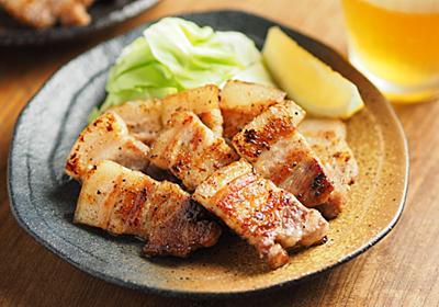 「豚バラ肉」を焼くときにやってほしい2つのこと【筋肉料理人】 - メシ通   ホットペッパーグルメ