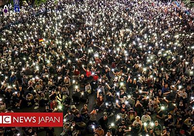 タイで数万人の反政府デモ 集会禁止の翌日に - BBCニュース