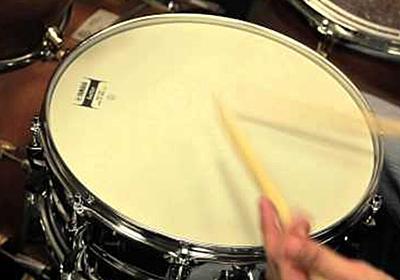 パンク「カン!」メタル「ズァン!」いろんなジャンルでのスネアドラムの音を文字で表現してみたらどれも納得の出来で話題に - Togetter