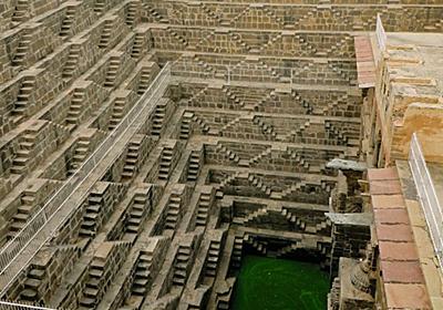 どこまでも続いていくインドの「階段井戸」の深遠な世界|WIRED.jp